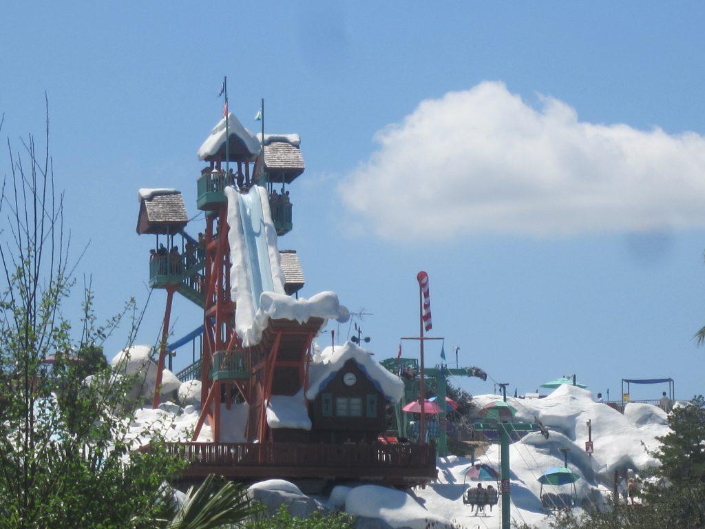 Le parc Blizzard Beach enneigé à Disney World